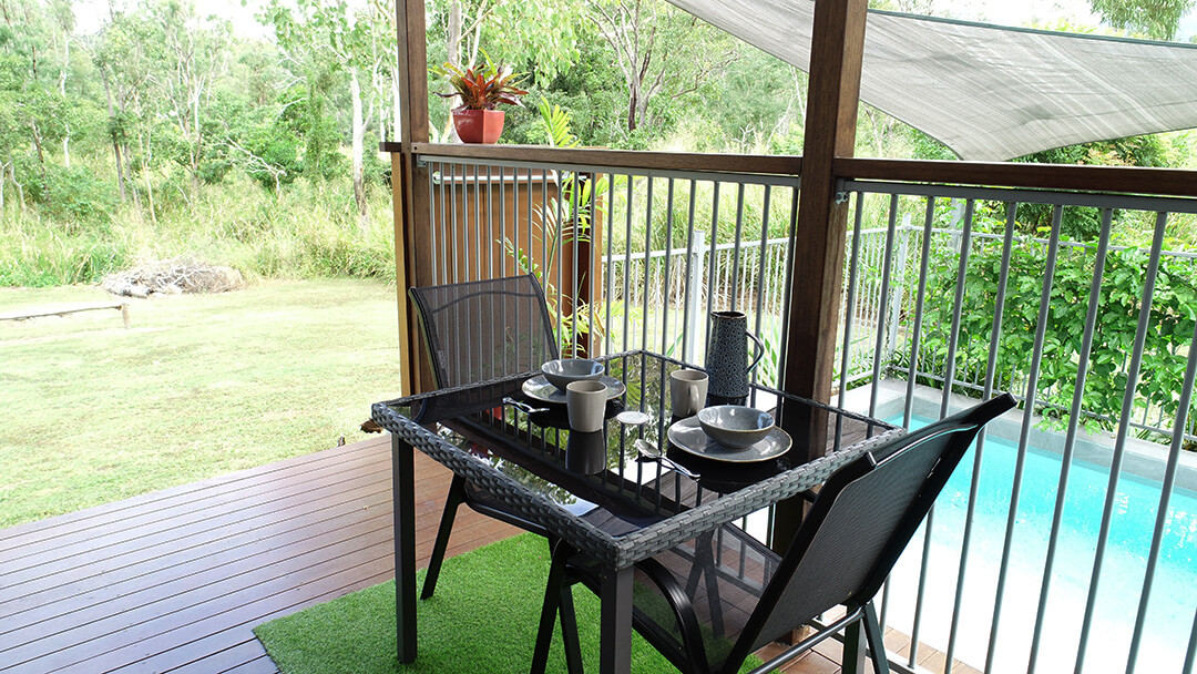 Kingfisher-private-patio-Fully-contained-accommodation-Woodwark-Bay