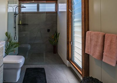 bathroom-woodwark-bay-retreat-eco-accommodation-airlie-beach